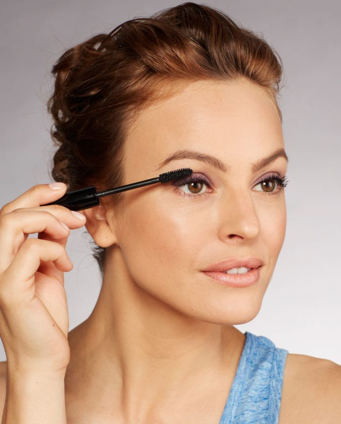 applying-mascara-makeup-4-675x840 10 Tips to Apply Mascara Like a Professional