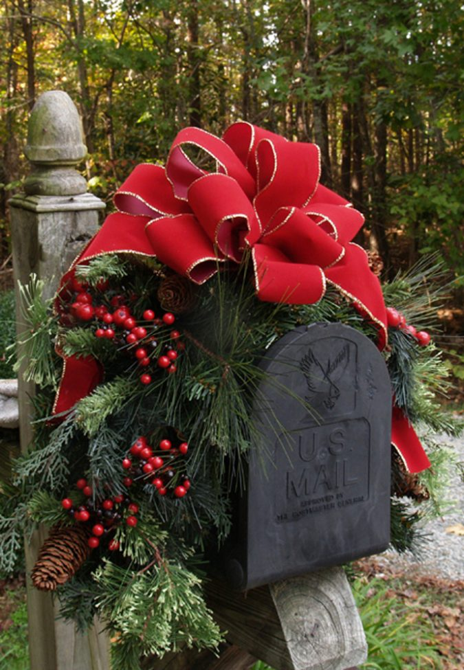 christmas-decorating-mailbox-ideas-1-675x975 Top 10 Ideas To Make Your Home Look Magical and Enjoyable For Holidays