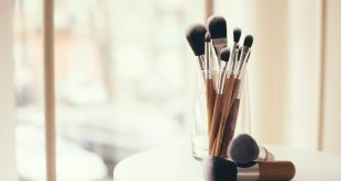 7 Best Ways to Clean Makeup Brushes Professionally