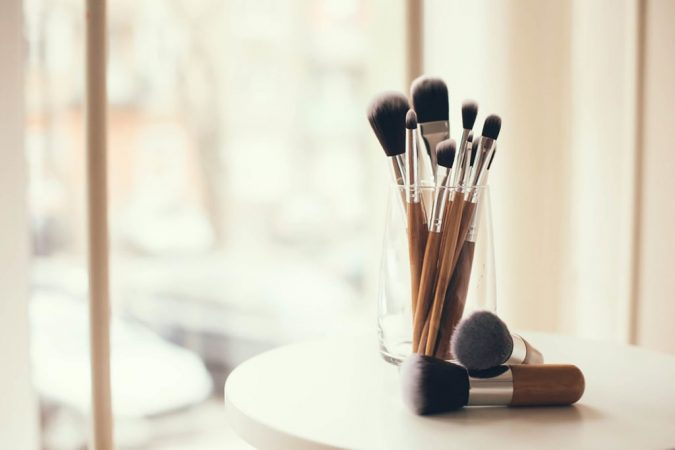 clean-makeup-brushes-with-Apple-Cider-Vinegar-675x450 7 Best Ways to Clean Makeup Brushes Professionally