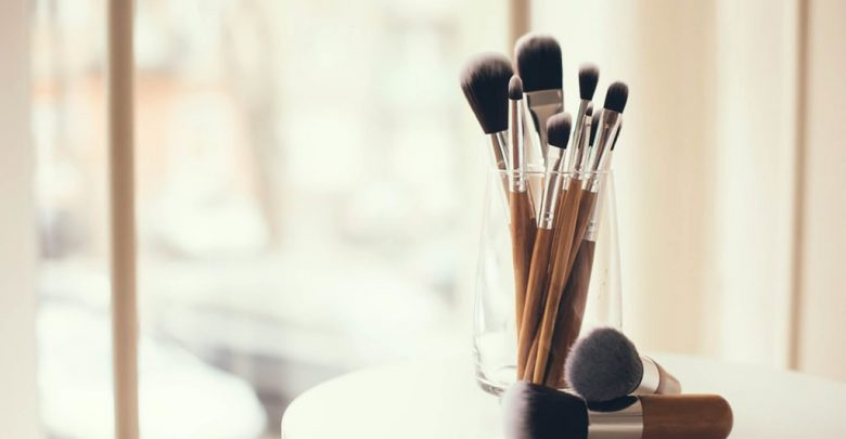 Photo of 7 Best Ways to Clean Makeup Brushes Professionally