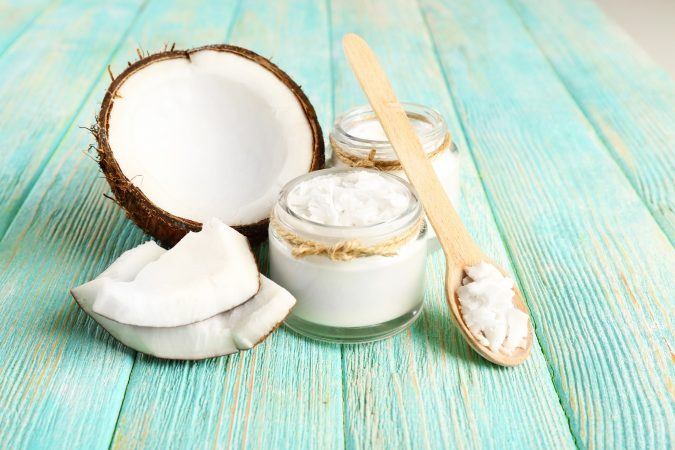 clean-makeup-brushes-with-coconut-oil-675x450 7 Best Ways to Clean Makeup Brushes Professionally