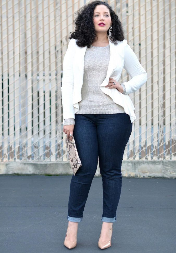 curvy-women-jeans-outfit-675x972 8 Tips to Choose the Best Jeans for Your Body Shape