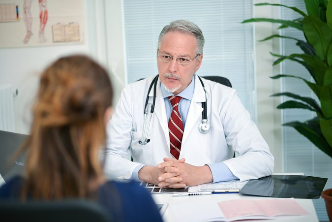 doctor-listening-to-a-patient-woman-675x451 Symptoms and Consequences of Having Low Levels of Estrogen and Progesterone