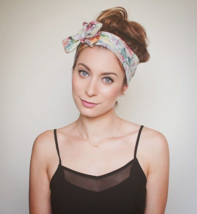 funky-bow-675x731 7 Trendy Ways To Wear Headscarves That are Creative