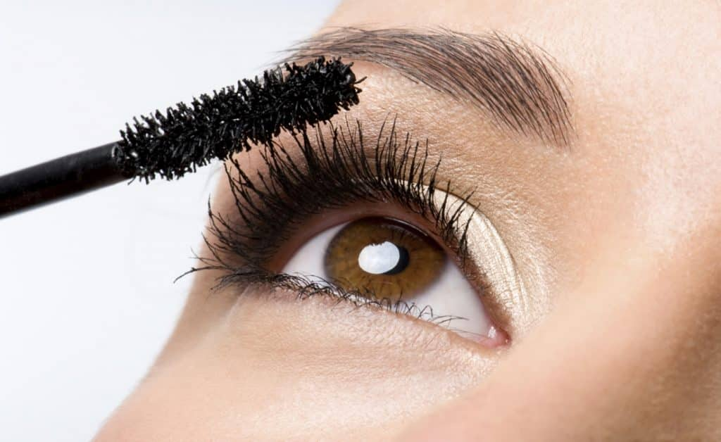 makeup-Applying-Mascara How to Fix the Most Common PC Connectivity Issues