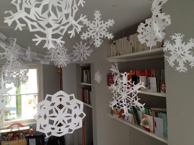 snowflakes-675x506 Top 10 Ideas To Make Your Home Look Magical and Enjoyable For Holidays