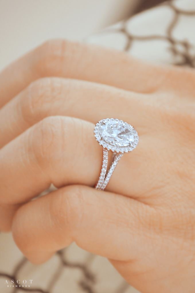 Oval-Cut-Diamonds-engagement-rings 11 Tips on Mixing Antique and Modern Décor Styles