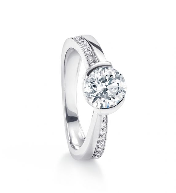 round-brilliant-cut-engagement-rings Top 5 Diamond Cuts for Your Engagement Ring