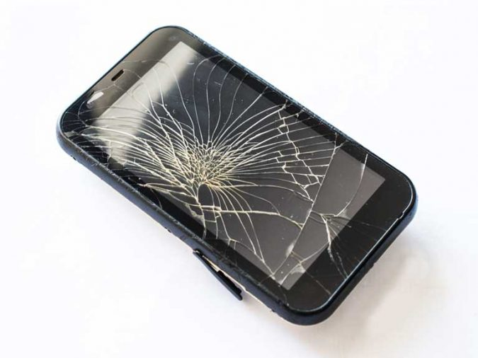 smashed-phone-screen-675x506 Survey Reveals Brits and Their Hilarious Gadget Mishaps