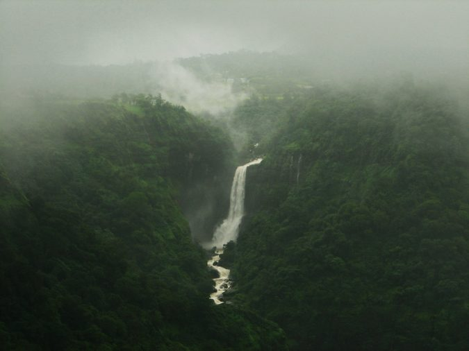 khandala-Kune-Falls-675x506 10 Charming Sites to Visit in Lonavala, India