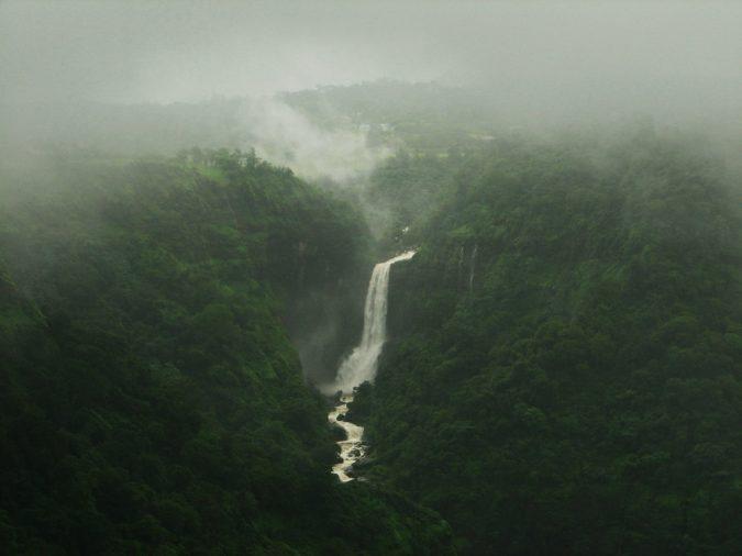 khandala-Kune-Falls-675x506 10 Charming Sites to Visit in Lonavala, India