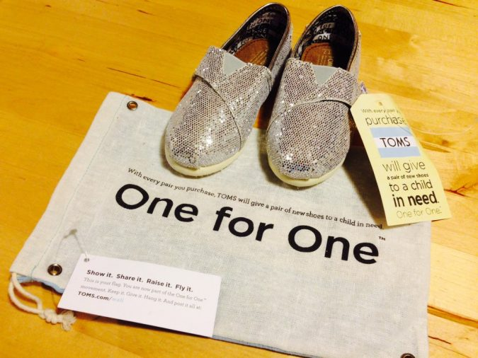 Donation-Gift-Toms-shoes-and-bag-675x506 10 Main Steps to Become a Fashion Journalist and Start Your Business