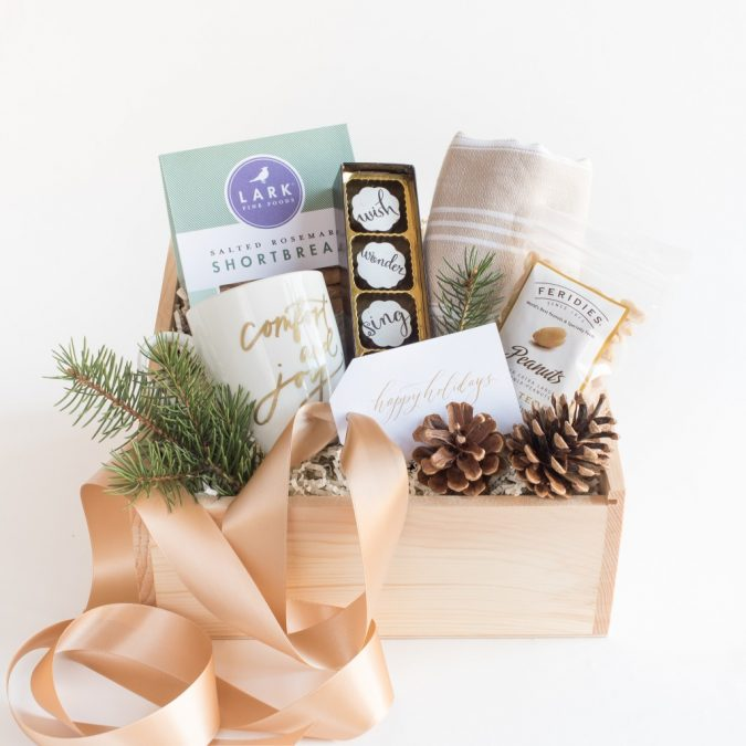 holiday-corporate-client-gift-basket-675x675 10 Branded Gifts & How They Build the Company's Reputation