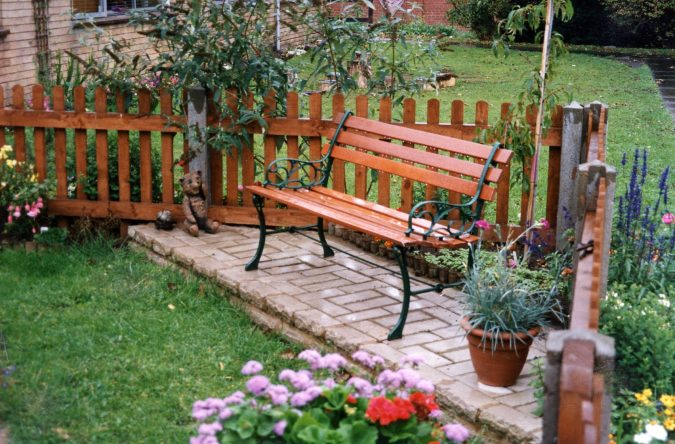 home-Garden-wooden-seat-with-iron-armrest-675x444 10 Garden Trends around the World that You Haven't Heard of