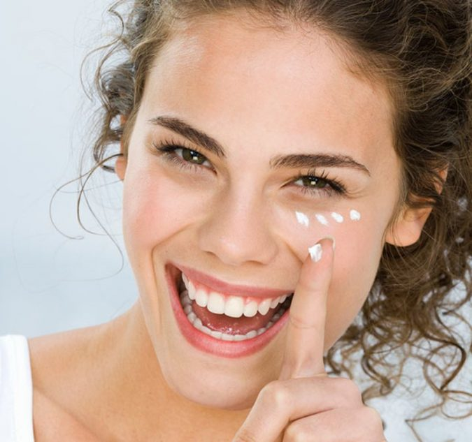 Apply-Eye-Cream-675x633 10 Tips to Get Rid of Under Eye Lines and Wrinkles