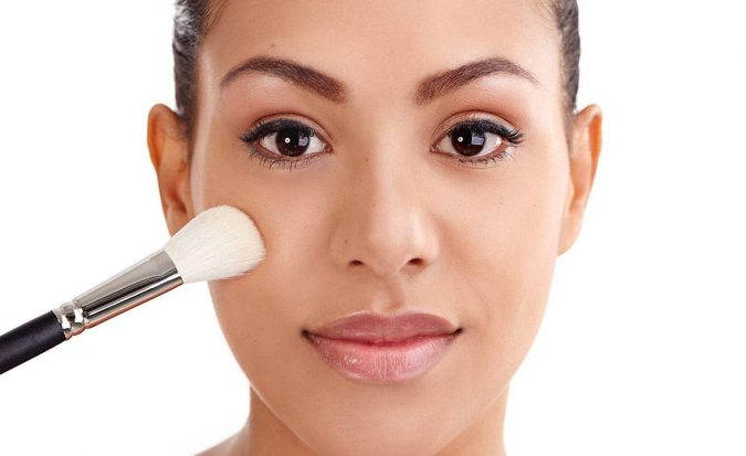 Applying-Makeup-2-675x413 10 Tips to Hide Acne with Makeup