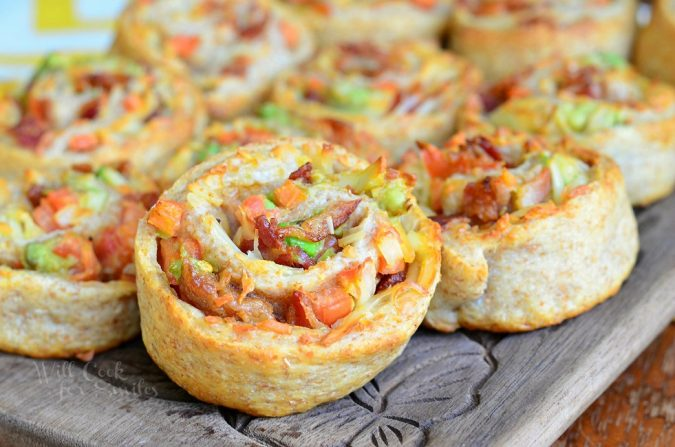 Bacon-Gruyère-Pizza-Pinwheels-675x447 Delicious Finger Foods You Won't Be Able to Resist