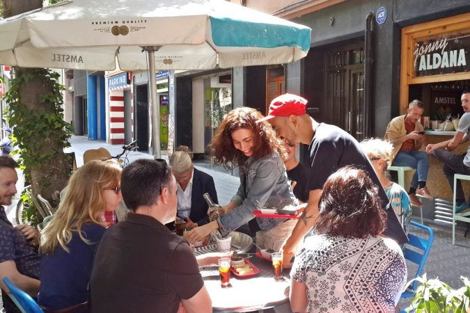 Barcelona-Eat-Local-Food-Tours-675x450 Tips for Finding a Great Restaurant While Traveling