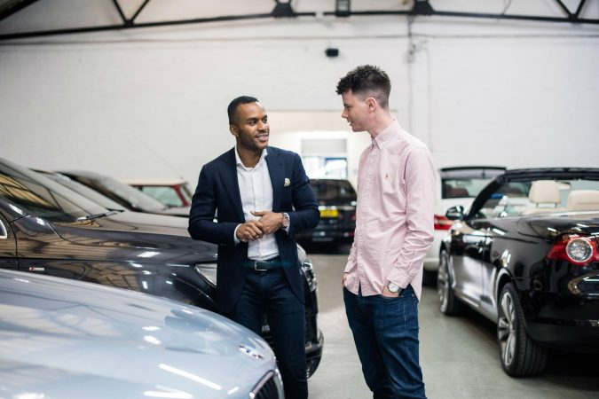 Buying-a-used-car-carwitter-675x450 Buy like a Pro: 4 Tips on Inspecting Used Cars
