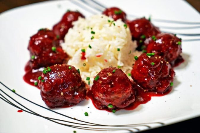 Roasted-Garlic-Turkey-Meatballs-with-Spicy-Cranberry-675x450 Delicious Finger Foods You Won't Be Able to Resist
