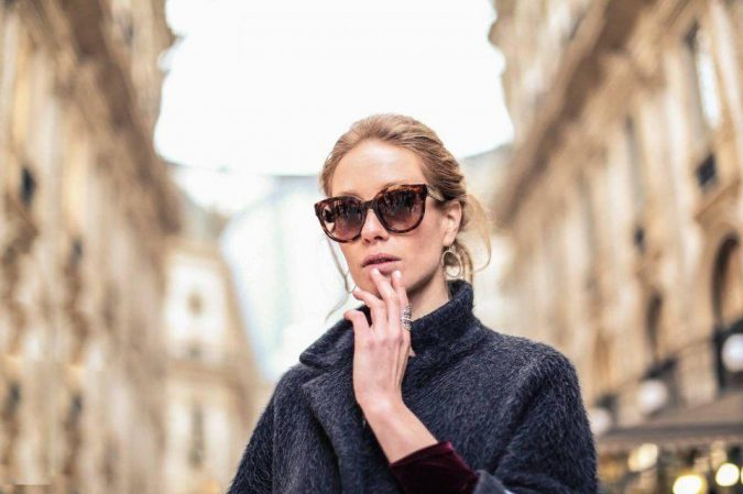 Wearing-Sunglasses-2-675x449 10 Tips to Get Rid of Under Eye Lines and Wrinkles