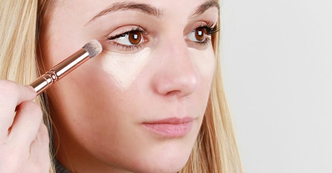 applying-Concealer-675x353 10 Tips to Hide Acne with Makeup
