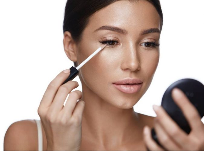 applying-Concealer-makeup-675x499 10 Tips to Hide Acne with Makeup