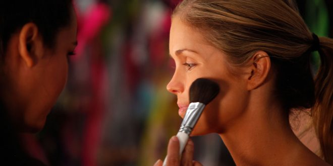 10 Tips to Hide Acne with Makeup