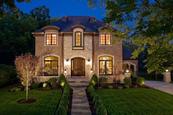 home-exterior-real-estate-photography-4-675x450 How to Take Great Photos of Your Home