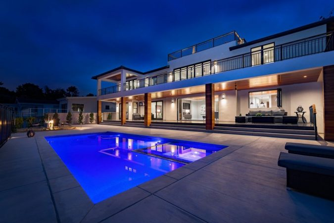 hoom-pool-real-estate-photography-675x450 How to Take Great Photos of Your Home