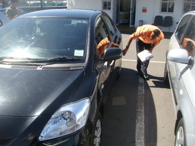 inpsecting-the-car-exterior-used-car-inspection-675x506 Buy like a Pro: 4 Tips on Inspecting Used Cars