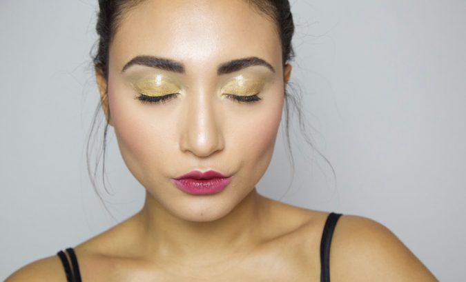 prom-makeup-gloss-gold-eyes-675x409 10 Most Creative Prom Makeup Ideas That Are Trending