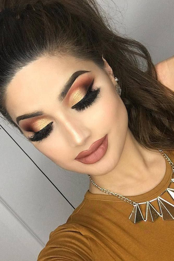 prom-makeup-gold-eyes 10 Most Creative Prom Makeup Ideas That Are Trending