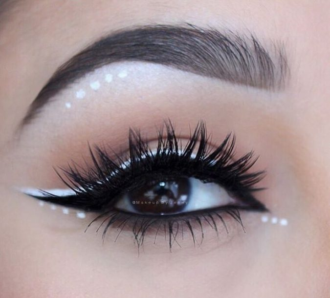 prom-makeup-polka-dots-eyeliner-2-675x610 10 Most Creative Prom Makeup Ideas That Are Trending
