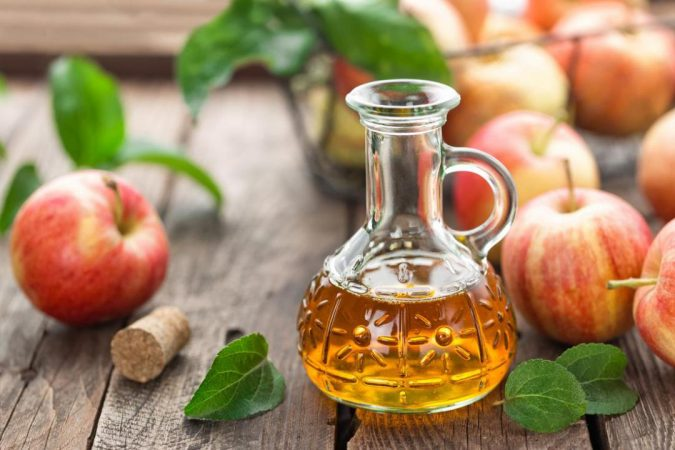 remove-beauty-marks-apple-cider-vinegar-and-apples-675x450 Easiest 7 Ways to Get Rid of Beauty Marks