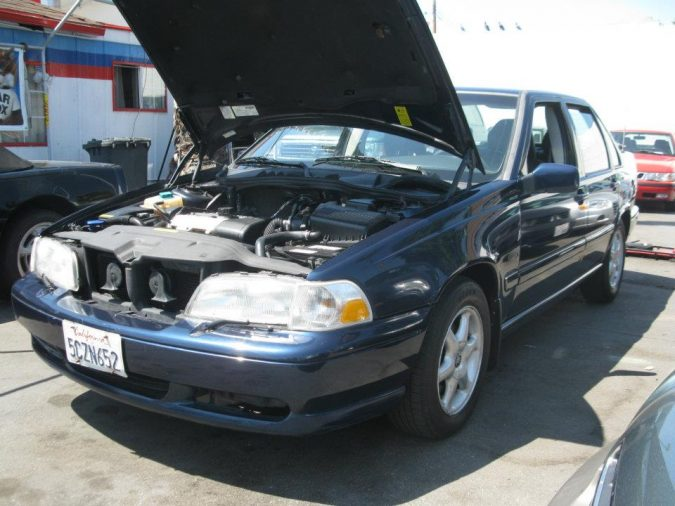 used-car-inspection-4-675x506 Buy like a Pro: 4 Tips on Inspecting Used Cars