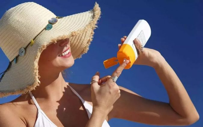 woman-Avoid-Sun-Exposure-675x424 10 Tips to Get Rid of Under Eye Lines and Wrinkles