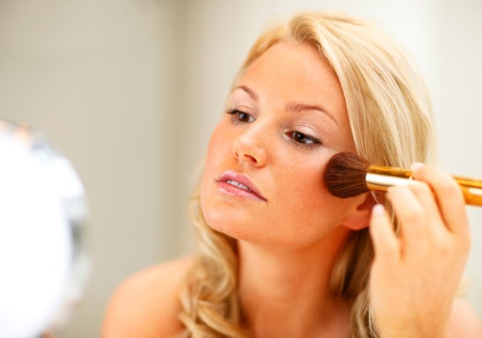 woman-applying-Blush-makeup-675x473 10 Tips to Hide Acne with Makeup