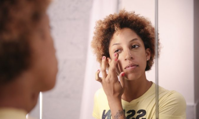 woman-applying-makeup-2-675x405 10 Tips to Hide Acne with Makeup
