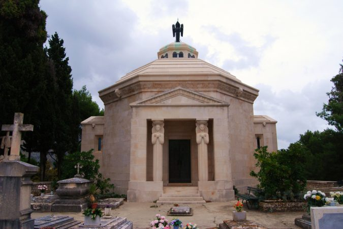 Dubrovnik-Cavtat-mausoleum-of-Art-Nouveau-Račić-675x452 Best 10 Dubrovnik Scenes & Beaches that Attract Tourists