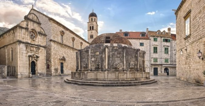 Dubrovnik-St.-Saviour-Church-and-the-fountain-of-Onofrio-675x351 Best 10 Dubrovnik Scenes & Beaches that Attract Tourists