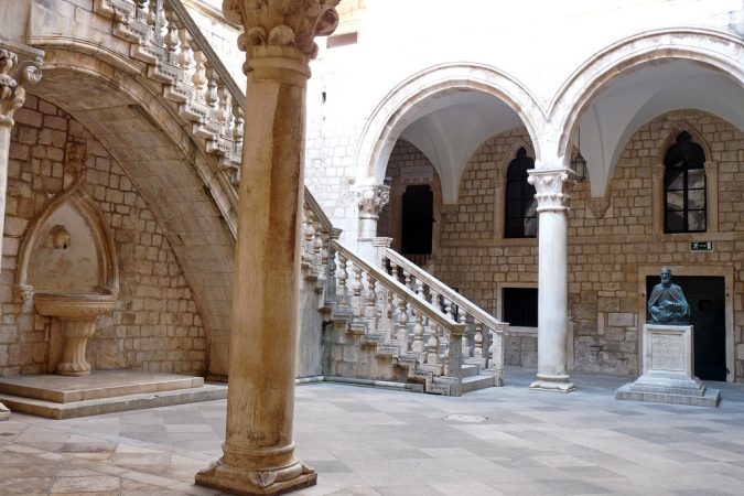 Dubrovnik-The-Rectors-Palace-courtyard-675x450 Best 10 Dubrovnik Scenes & Beaches that Attract Tourists