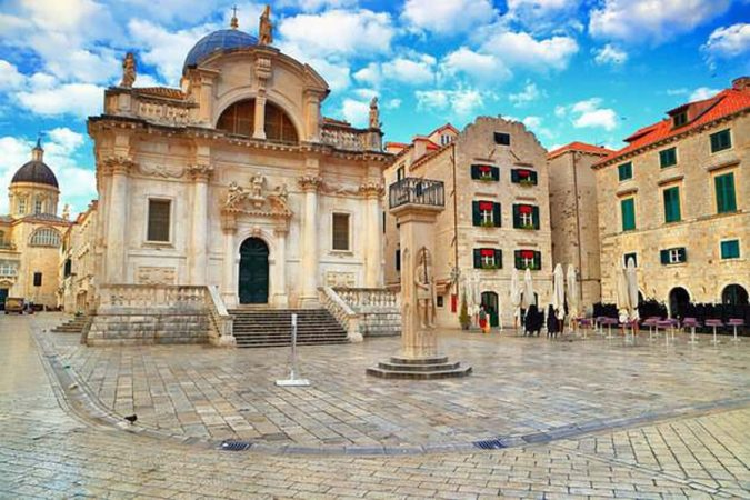 Dubrovnik-square-of-Loggia-675x450 Best 10 Dubrovnik Scenes & Beaches that Attract Tourists
