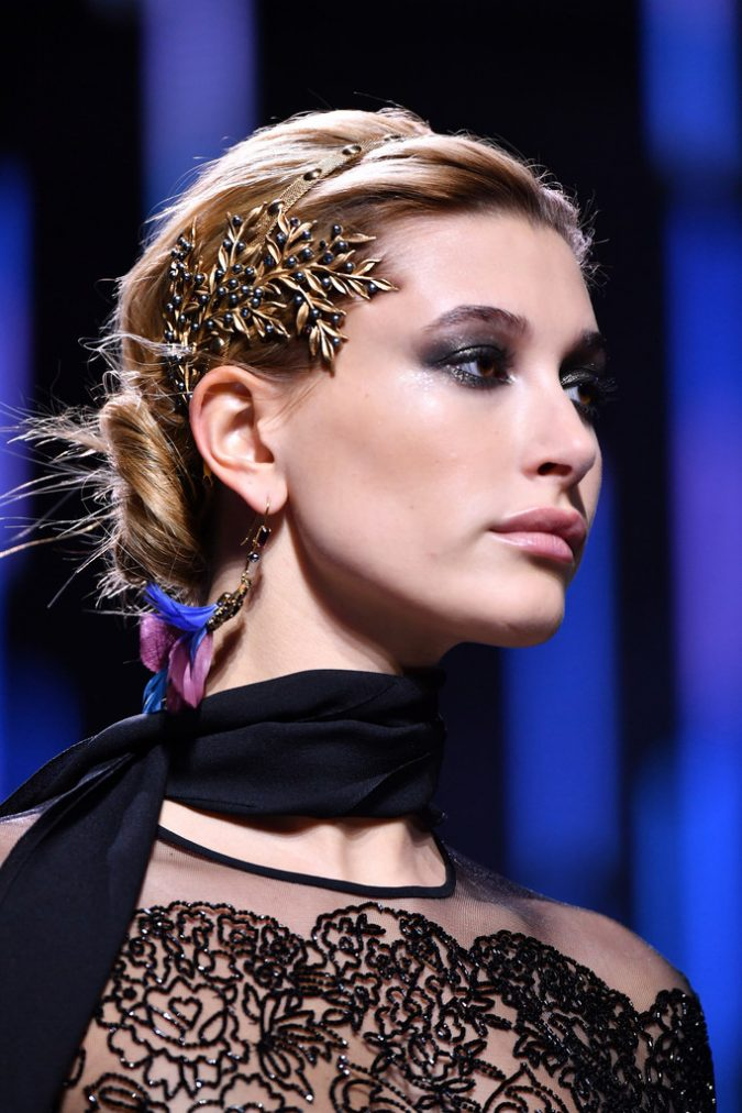accessories-ElieSaab-Runway-Paris-Fashion-Week-675x1012 80 Elegant Fall & Winter Outfit Ideas 2020