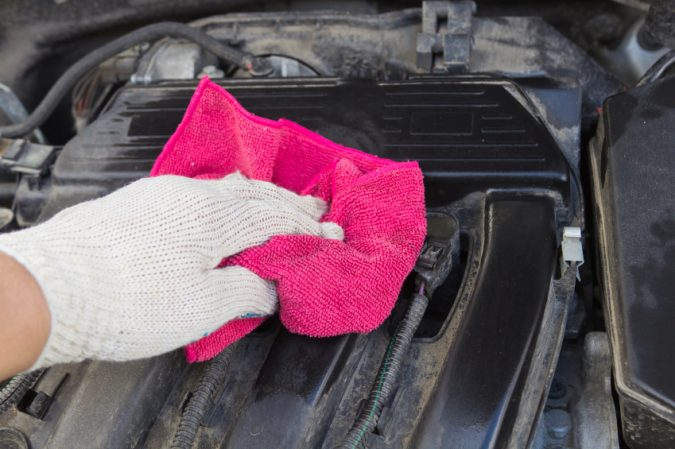 cleaning-car-engine-675x449 10 Essential Car Maintenance Tips That You Should Know