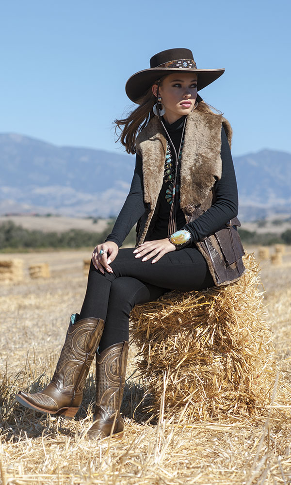 cowboy-outfit-boots-winter-fashion-2018-4 80 Elegant Fall & Winter Outfit Ideas 2020