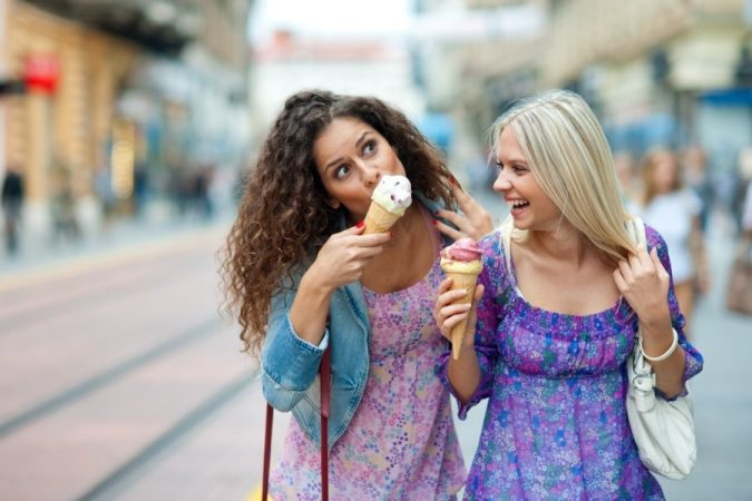 friends-eating-ice-cream-675x450 8 Keys to Set Health Goals and Achieve Them