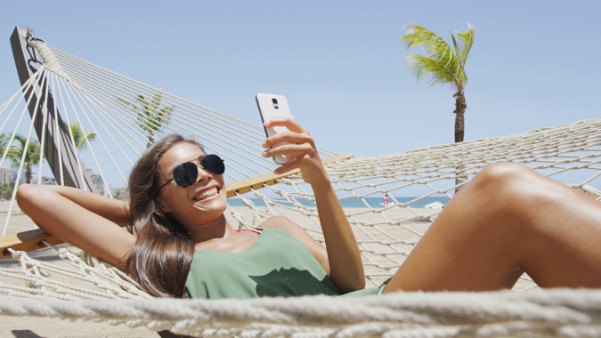 smartphone-beach-675x380 9 Ways Your Smartphone is Making Your Life Inferior