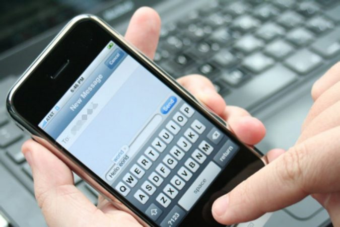 smartphone-texting-2-675x451 9 Ways Your Smartphone is Making Your Life Inferior